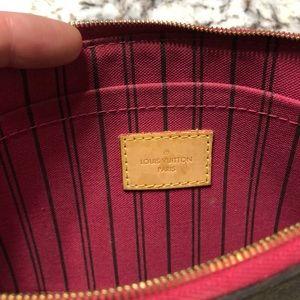 Louis Vuitton Bags - Louis Vuitton Pochette